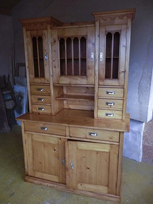 Oprava a obnova starožitného nábytku